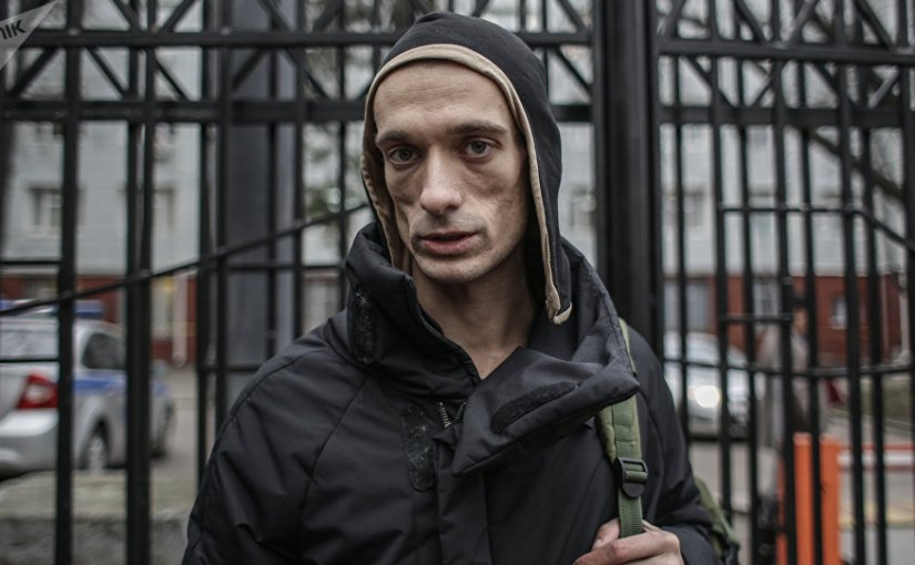 Artista ruso hace caer aGriveaux
